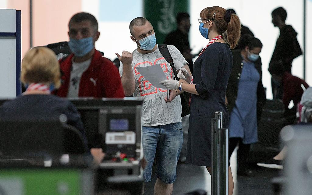 Более сорока украинцев не смогли вылететь в ОАЭ из-за не того теста на к...
