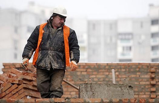 Трудовая миграция в Украине достигла угрожающего уровня, -  Данилишин