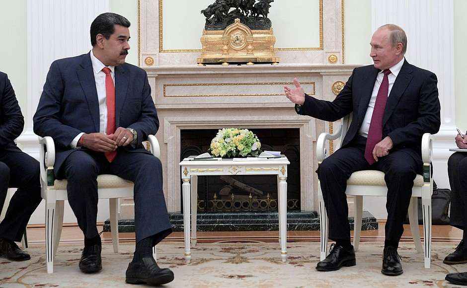 Путин принял Мадуро в Кремле и пообещал ему помощь