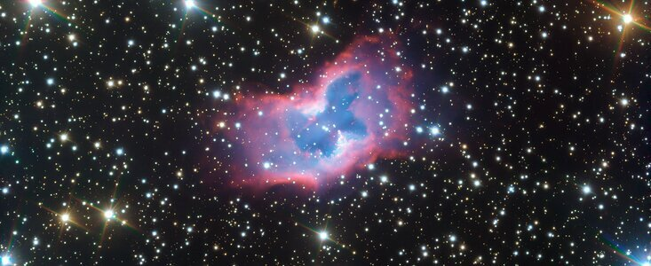 Космическая бабочка. Астрономы показали необычную туманность в мельчайши...