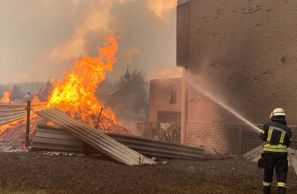 Полиция озвучила три версии возникновения пожара в Луганской области
