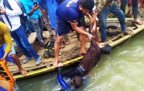 Трагедия на реке. В Бангладеш утонули не менее 30 человек при опрокидыва...