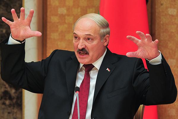 """Лукашенко не хочет """"каждый год стоять на коленях"""" перед Россией из-за нефти"""