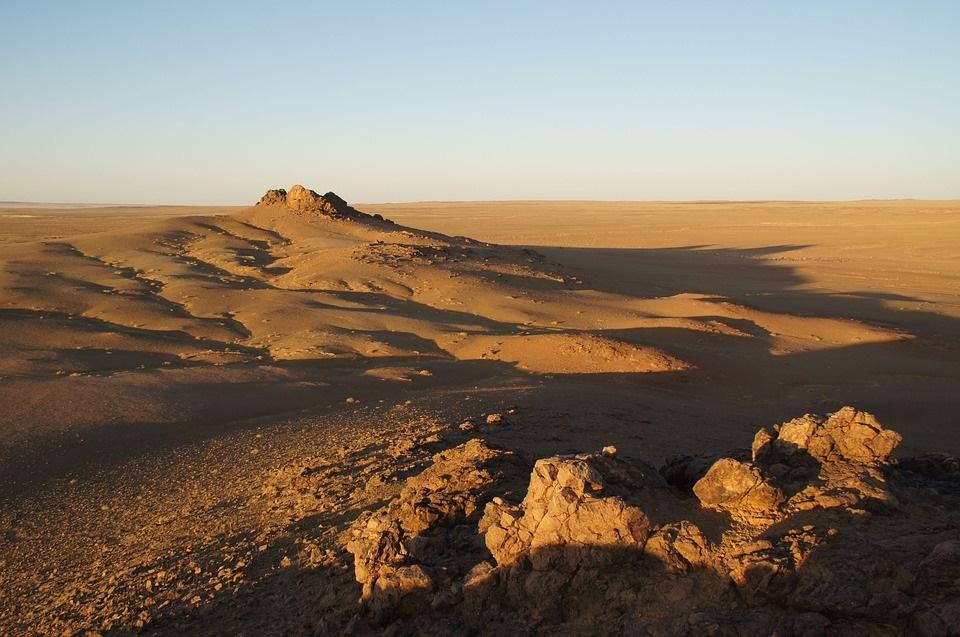 """Пустынные камни оказались естественными """"солнечными батареями"""""""