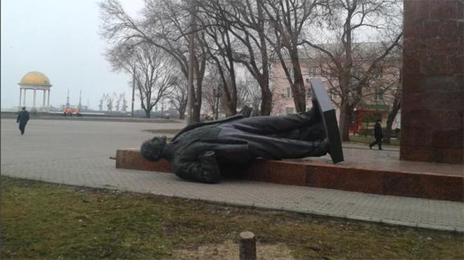 В городах Украины снесли все памятники Ленину, - Вятрович