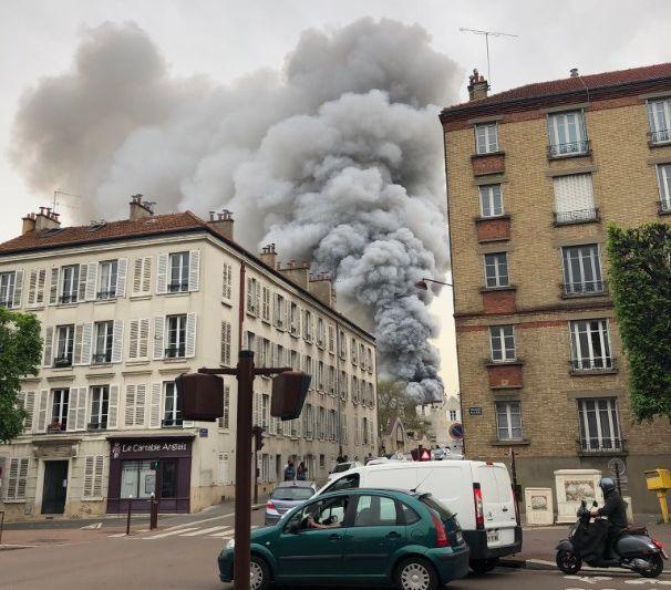 В Париже вспыхнул пожар возле Версаля