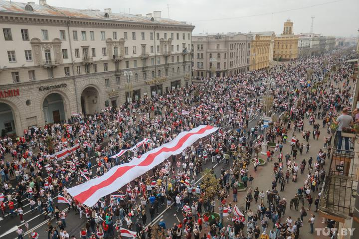 На площади Независимости в Минске собрались 100 тысяч человек, – СМИ