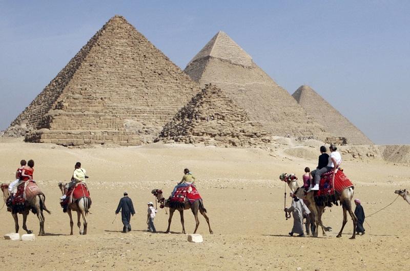 В Египте убеждают Илона Маска, что инопланетяне не причастны к строитель...