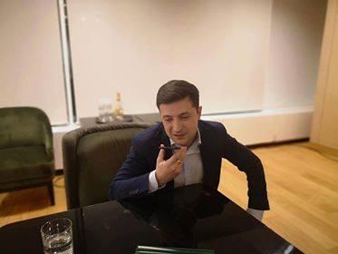 У Зеленского заявили, что приняли поздравления от президента Франции Мак...