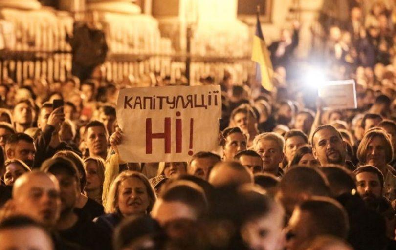 """СБУ не ведет дело о """"проплаченных"""" участниках акции """"Нет капитуляции"""", – Баканов"""
