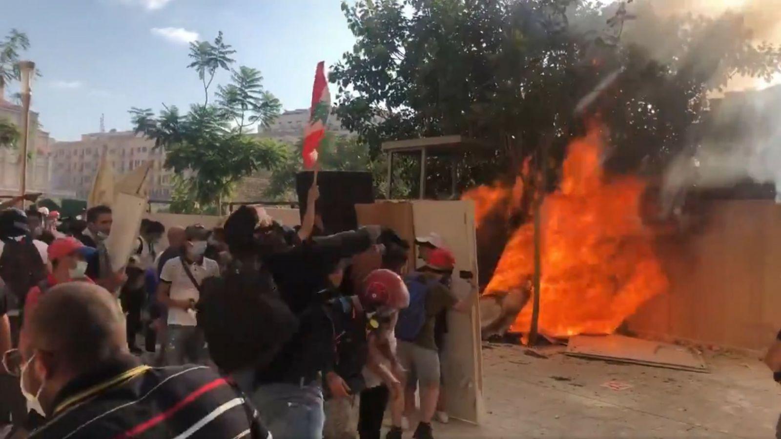 В центре Бейрута массовые беспорядки, застрелен сотрудник МИДа