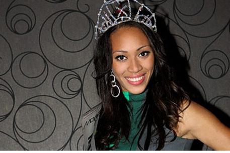 Мисс Англия отказалась от титула из-за драки с мисс Манчестер