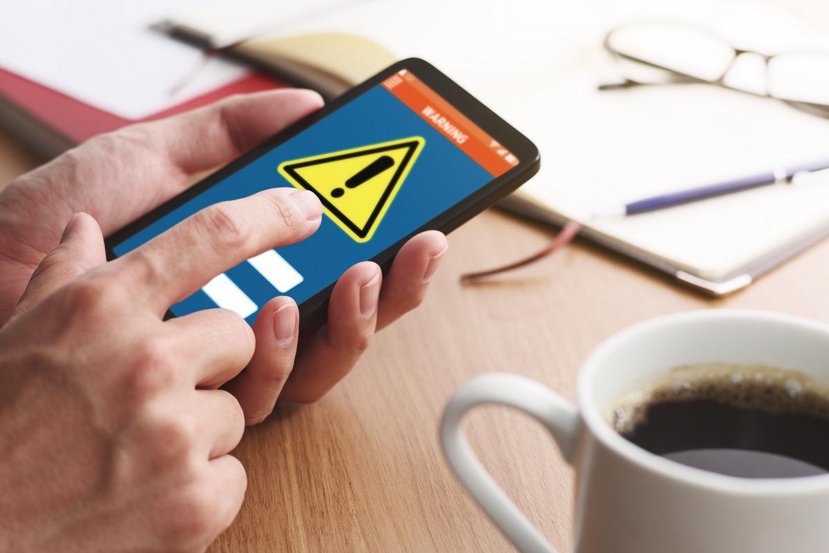 """ФБР признало любые российские мобильные приложения """"потенциальной угрозо..."""