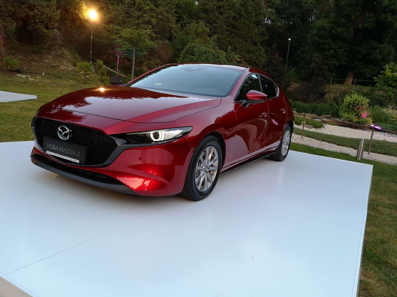 Дай три: В Украину пожаловала новая Mazda 3