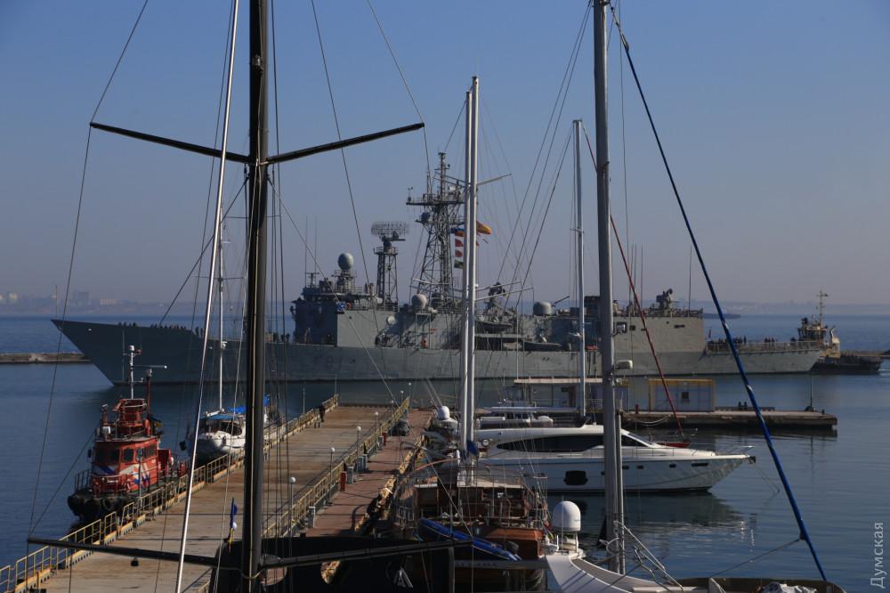 """В одесский порт зашли канадский фрегат """"Toronto"""" и фрегат ВМС Испании """"S..."""