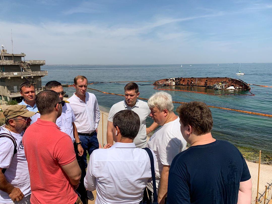 Ситуацию с танкером Delfi признали чрезвычайной местного уровня