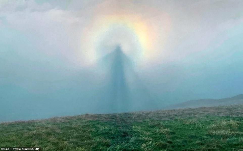 Ангел в небе: британскому фотографу удалось снять редкое оптическое явле...