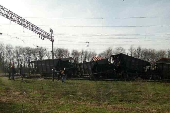 Под Львовом с рельсов сошли грузовые вагоны