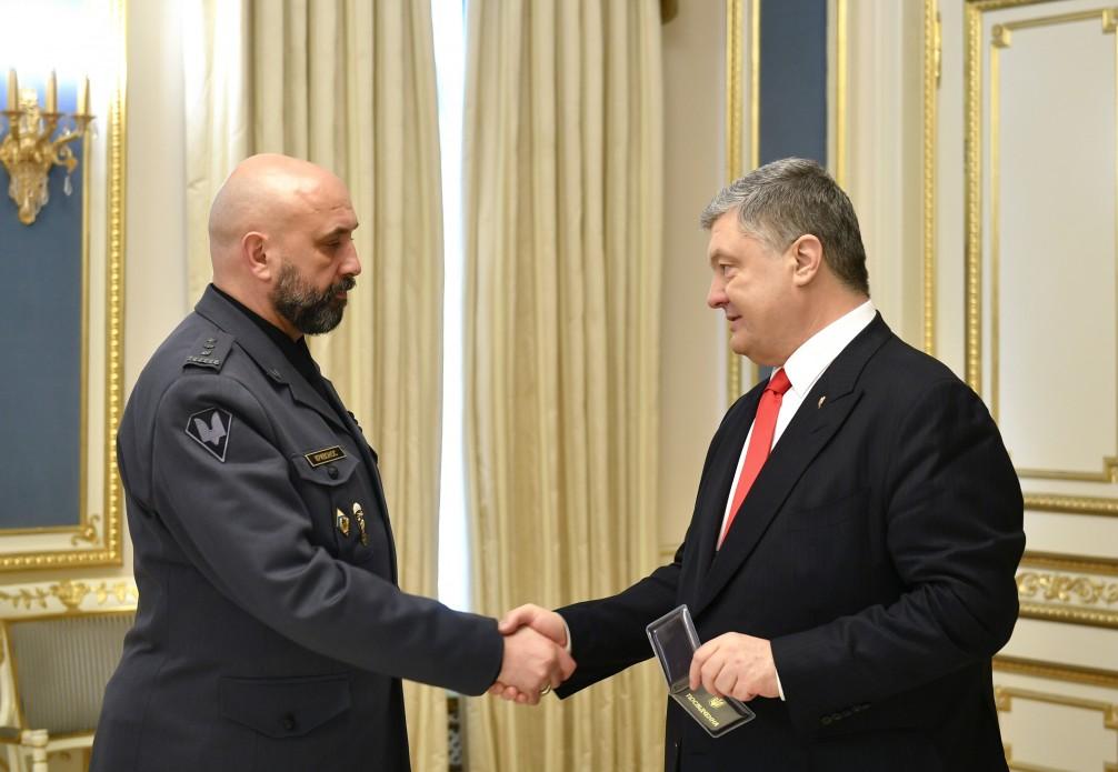 Порошенко назвал Кривоноса новым типом украинского военного
