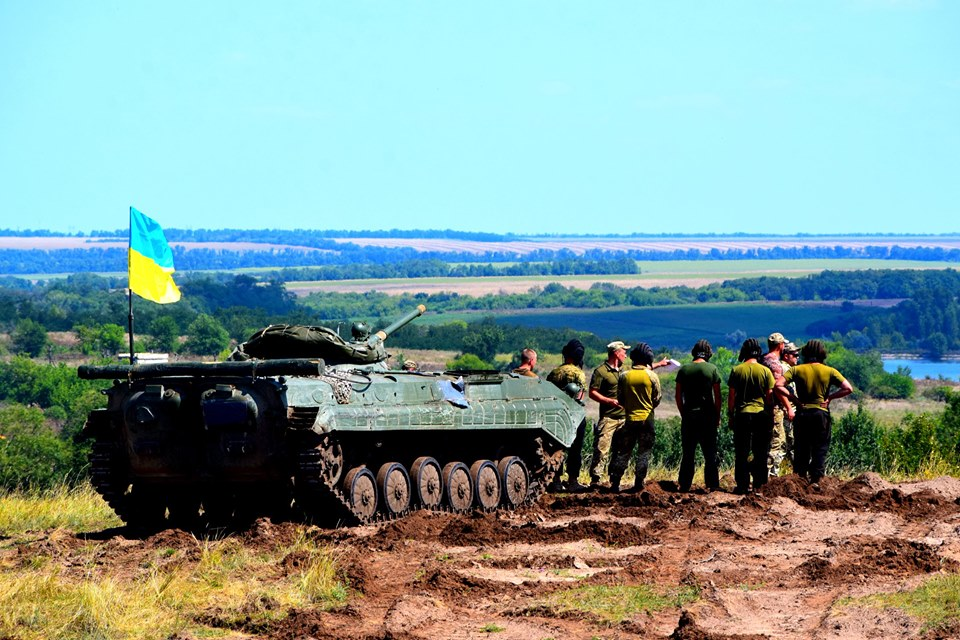 """Сутки на Донбассе. Боевики семь раз нарушили """"хлебное перемирие"""", ранен..."""