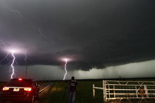 Торнадо в Оклахоме: погибли шесть человек, более 100 пострадали