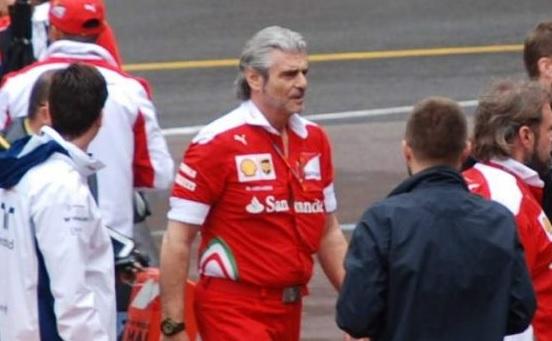 Экс-глава гоночной команды Ferrari стал водителем скорой помощи