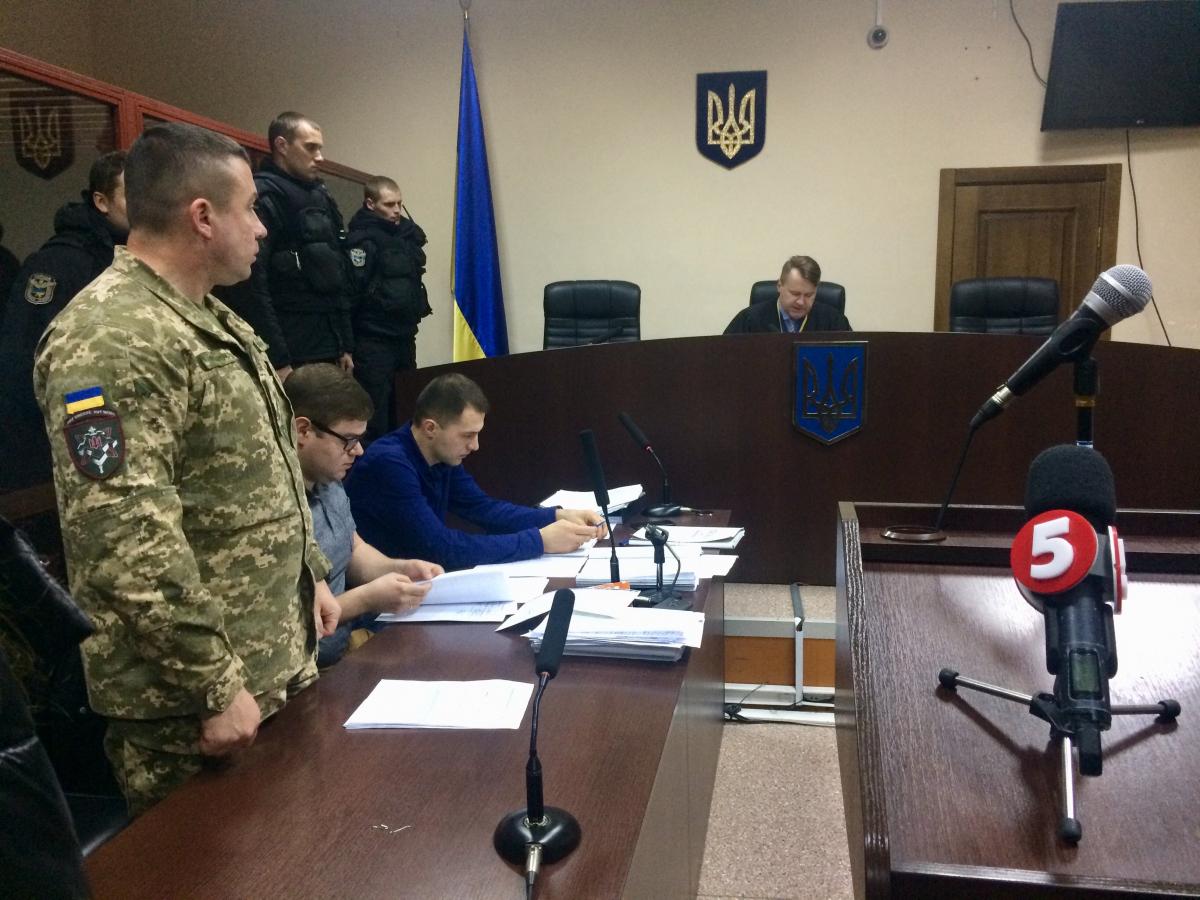 """Киевский суд отправил под арест на гауптвахте чиновника Минобороны по """"д..."""