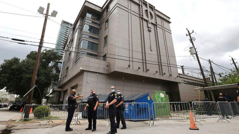 Американские спецслужбы обыскали пустое здание китайского консульства в...