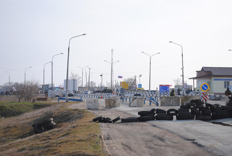 Российские оккупанты полностью заблокировали выезд из Крыма