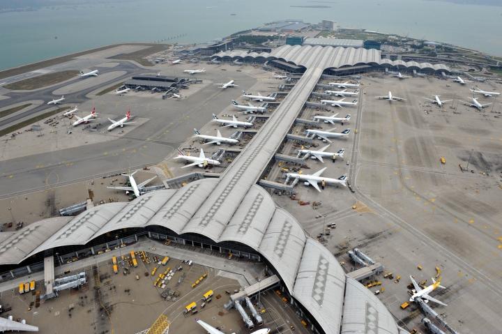 Из-за протестов в Гонконге отменили более 200 рейсов