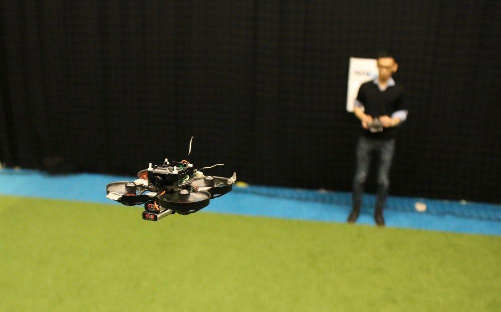 Голландские ученые разработали самый маленький гоночный дрон