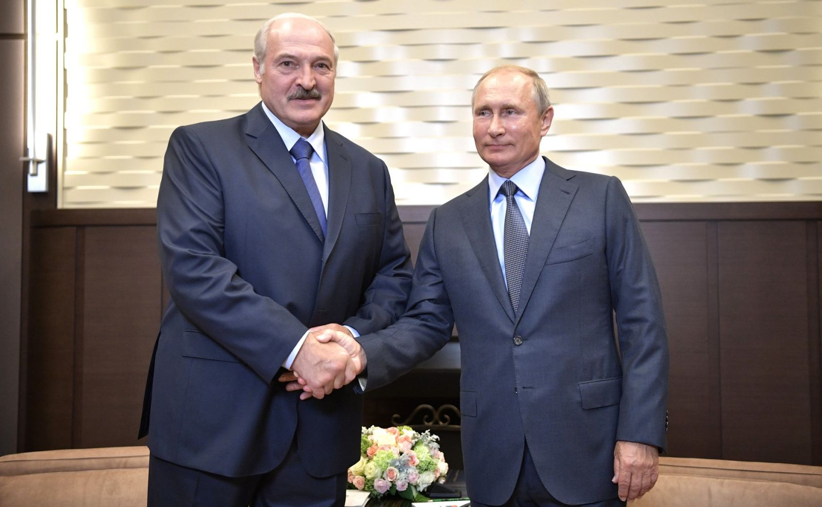 Лукашенко и Путин обсудили по телефону акции протеста в Беларуси