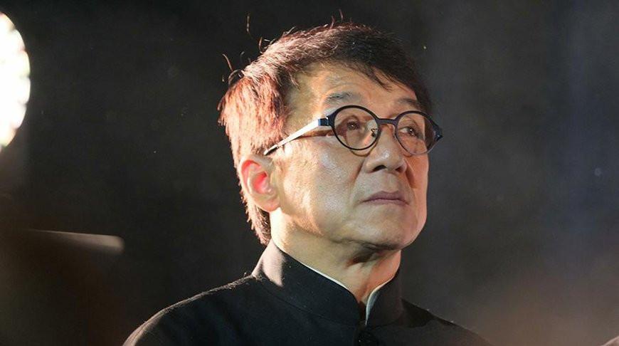Джеки Чан пообещал миллион юаней создателям вакцины от коронавируса