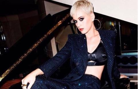 У американской певицы Кэти Перри в прямом эфире порвались штаны