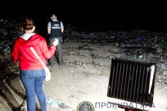 """Под Винницей нашли незаконный полигон со """"львовским"""" мусором"""
