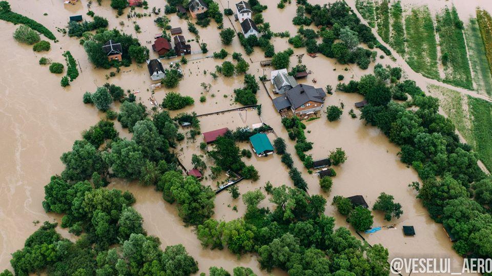 Потоп на Прикарпатье: Украина попросила НАТО и ЕС о помощи