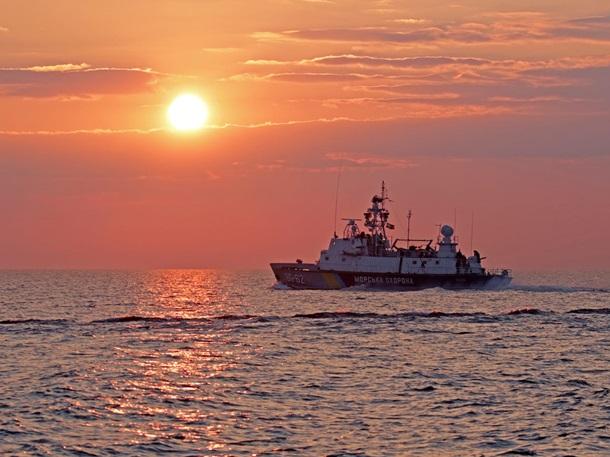 Украинские корабли морской охраны провели учебные стрельбы