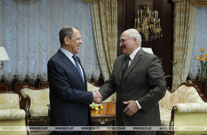 """Лукашенко об отношениях с Путиным: """"Ничего у нас не искрит!"""""""
