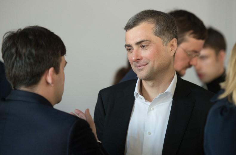 """""""Фантазии пьяного человека"""". Сурков ответил Авакову на слова о """"сдавших..."""