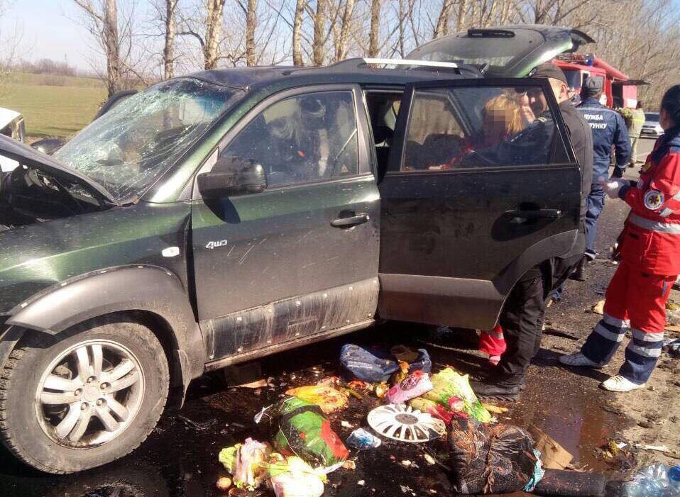 На Харьковщине в ДТП погибла семья из четырех человек