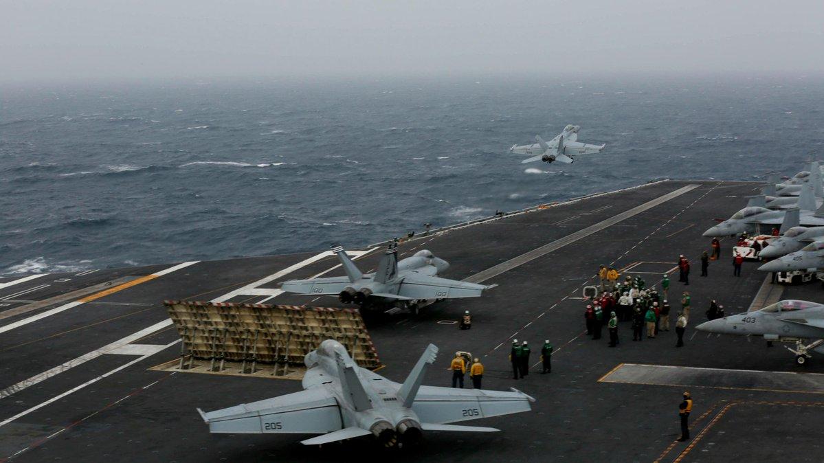 США впервые развернули в Средиземном море две авианосные группы