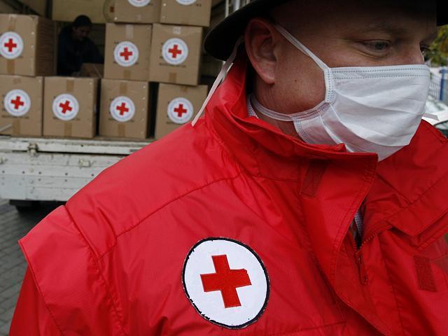 На оккупированную часть Донбасса отправили гумпомощь от Красного Креста