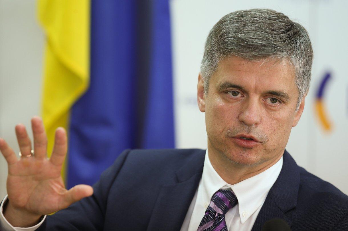 Зеленский представил коллективу МИДа нового министра