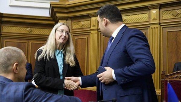Гройсман о Супрун: Она могла жить где угодно, но помогает Украине