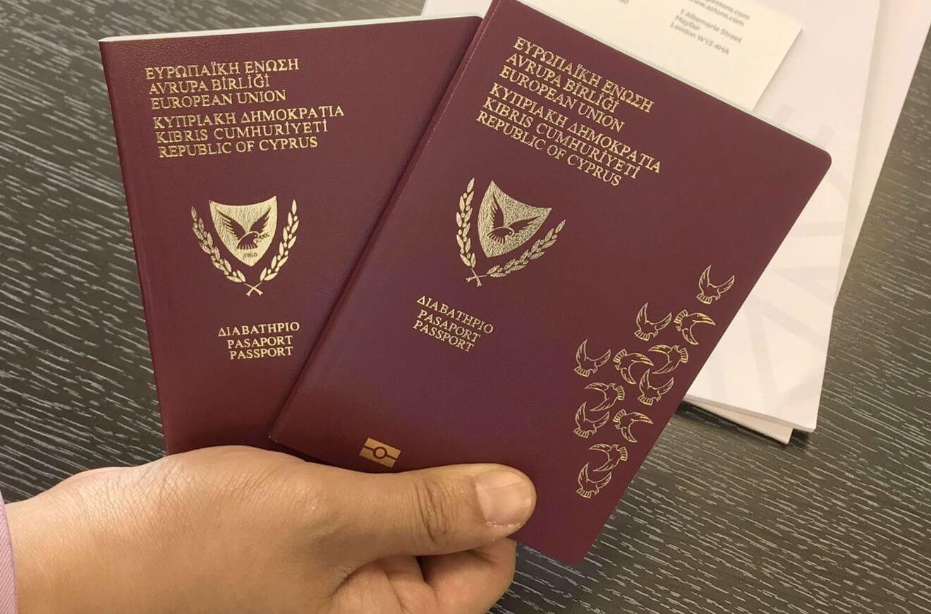 """Власти Кипра проверят все выданные с 2002 года """"золотые паспорта"""""""