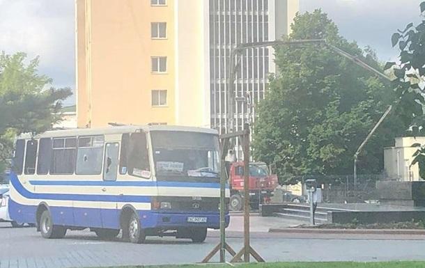 Зеленский заявил, что контролирует ситуацию с заложниками в Луцке