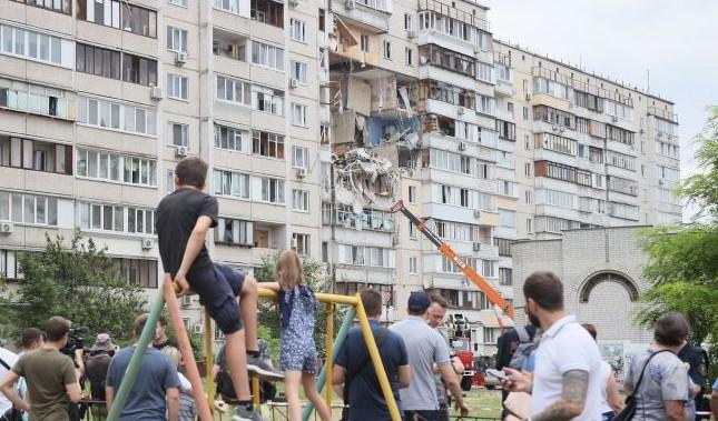 """Камера """"Эпицентра"""" сняла момент взрыва в доме на Позняках"""