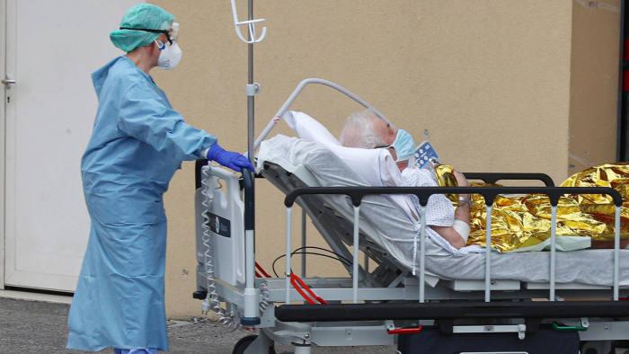 Итальянский врач говорит, что коронавирус мутировал и может исчезнуть до...
