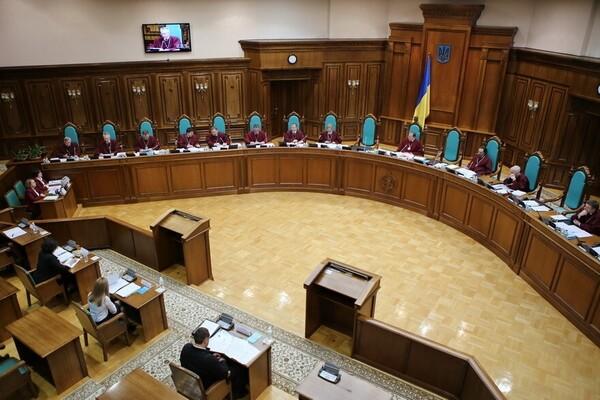 Спецслужбы проверяют информацию о минировании Конституционного суда Укра...