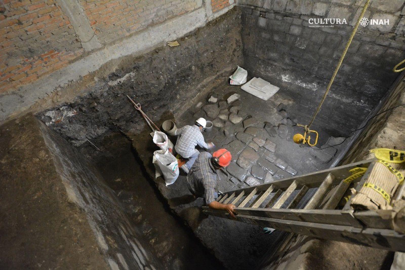 Древний дворец ацтеков найден во время ремонта дома в центре Мехико
